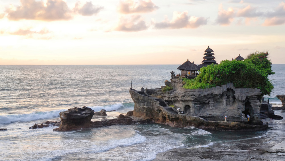 bali-temple-water-front